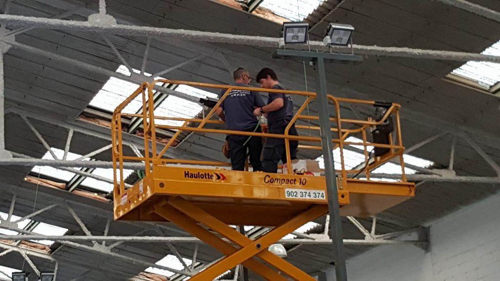 alquiler y venta de plataforma elevadora de tijera de brazo articulada valencia paterna